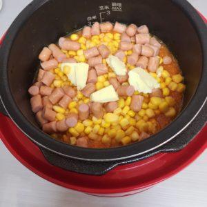 炊飯前の人参炊き込みご飯