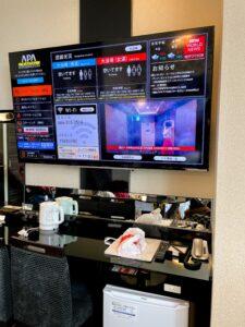 部屋にある大型液晶テレビ